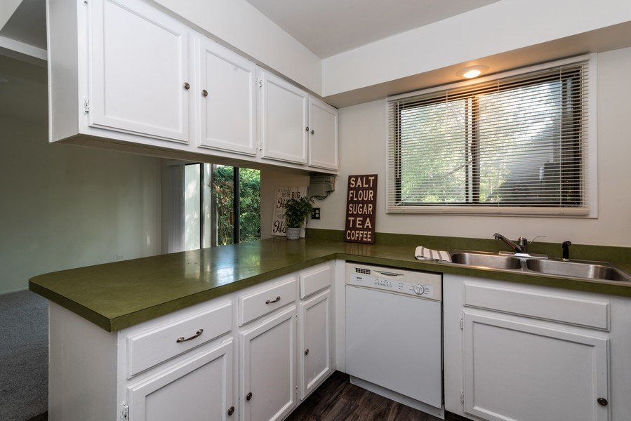 Real Estate Photography - 1734 Henley St., #11, Glenview, IL, 60025 - Kitchen
