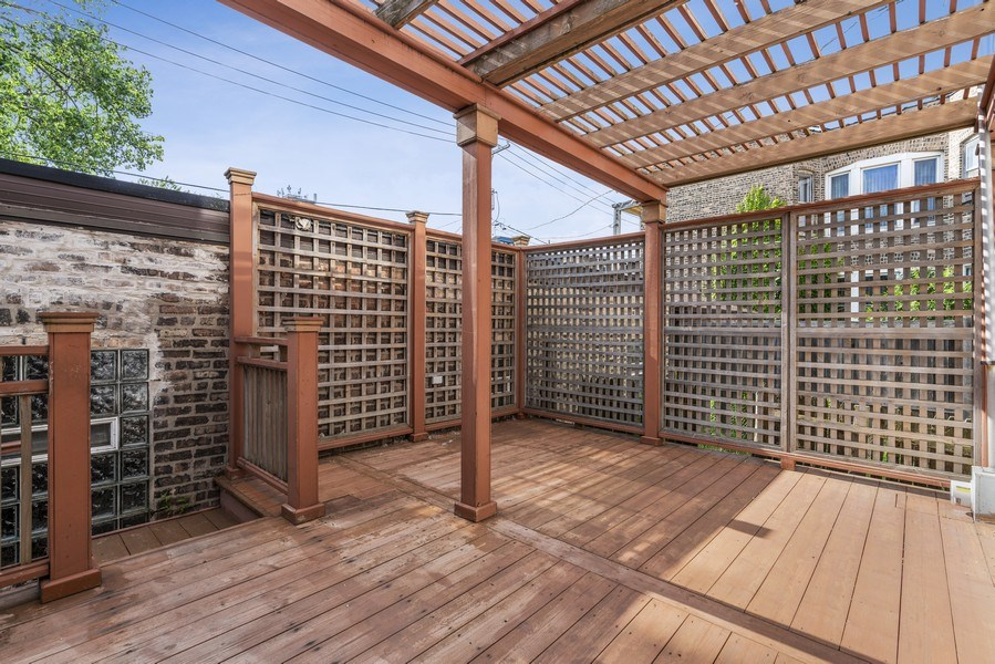 Real Estate Photography - 5344 S Drexel Ave, Chicago, IL, 60615 - Deck