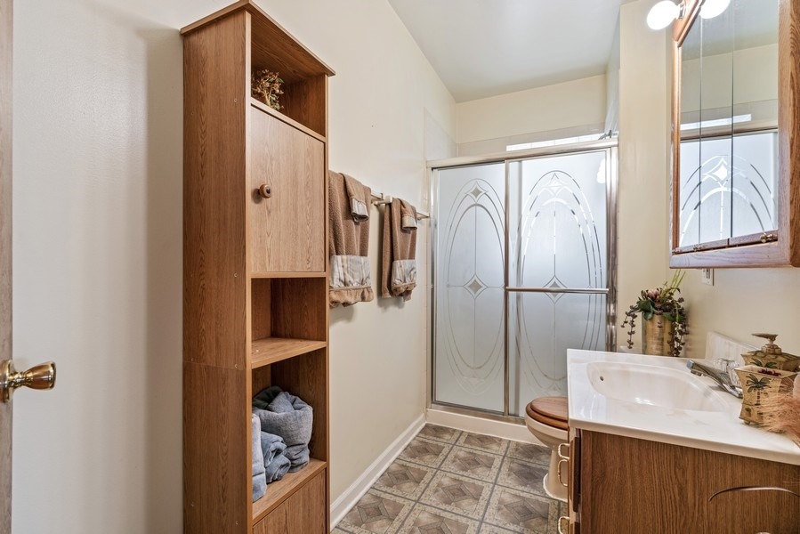 Real Estate Photography - 5344 S Drexel Ave, Chicago, IL, 60615 - Bathroom