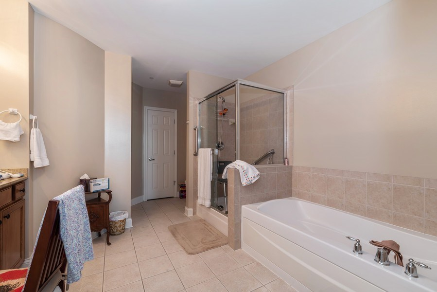 Real Estate Photography - 2700 Summit Dr, Unit 312, Glenview, IL, 60025 - Master Bathroom