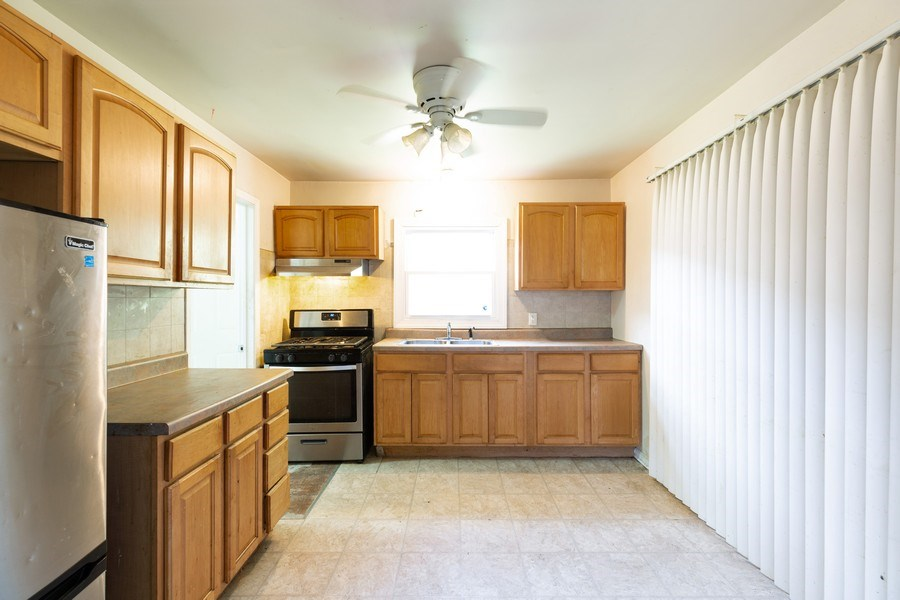 Real Estate Photography - 15319 Winchester, Harvey, IL, 60426 - Kitchen