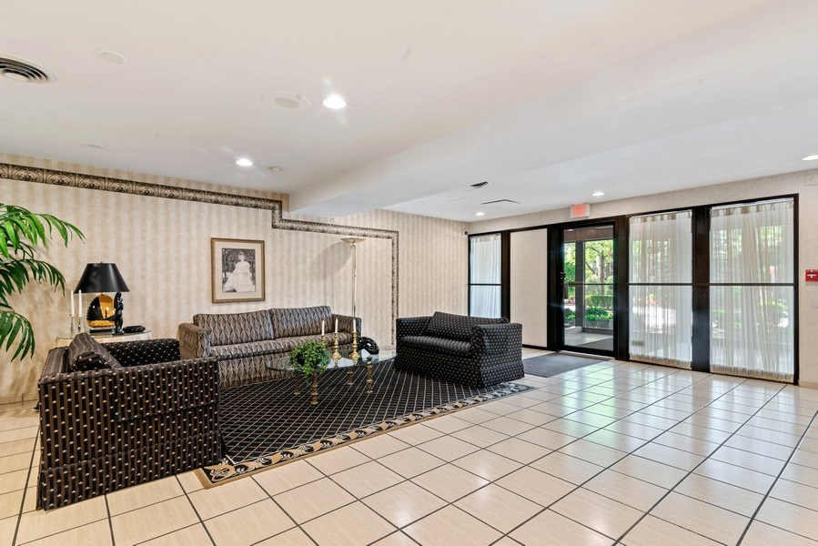 Real Estate Photography - 7601 N Lincoln, Skokie, IL, 60077 - Lobby