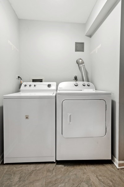 Real Estate Photography - 7601 N Lincoln, Skokie, IL, 60077 - Laundry Room