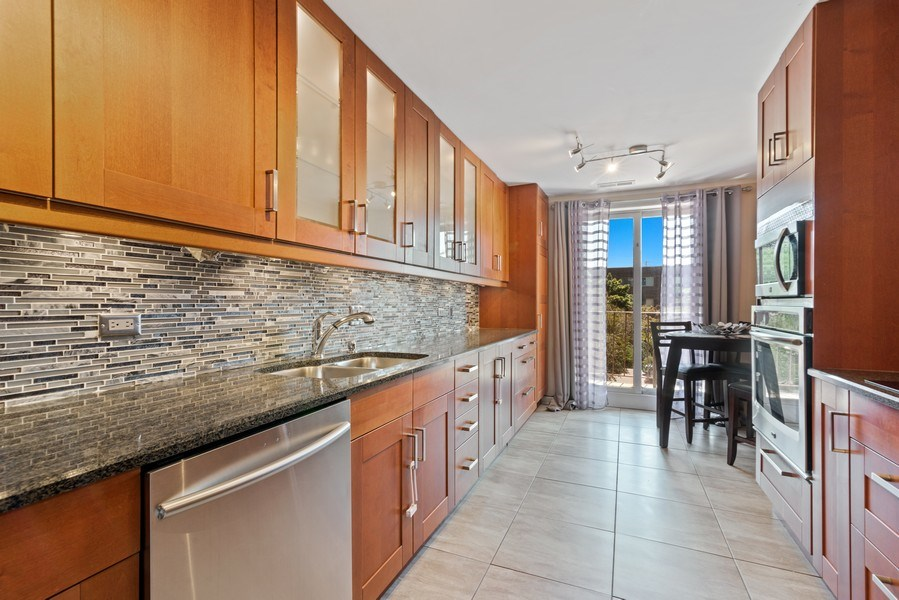 Real Estate Photography - 7601 N Lincoln, Skokie, IL, 60077 - Kitchen