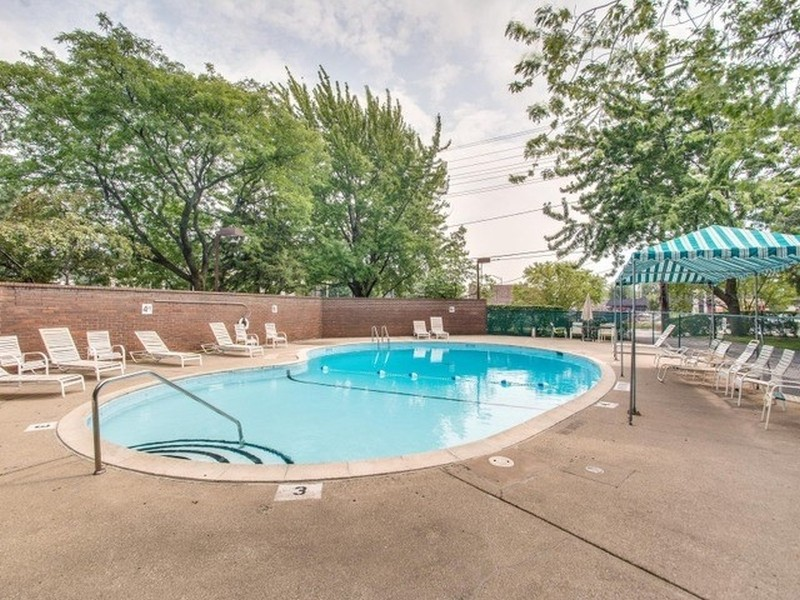 Real Estate Photography - 7601 N Lincoln, Skokie, IL, 60077 - Pool