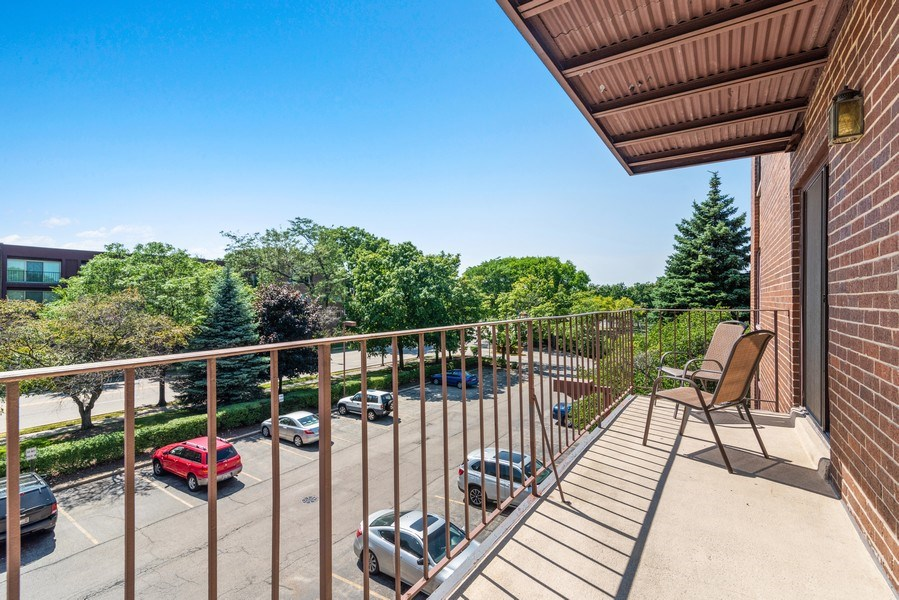 Real Estate Photography - 7601 N Lincoln, Skokie, IL, 60077 - Balcony