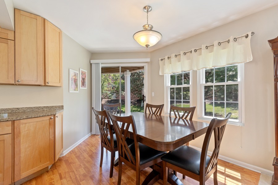 Real Estate Photography - 370 Kildare Ct, 21-2, Carol Stream, IL, 60188 - Dining Room