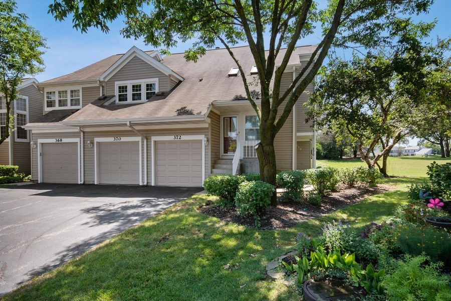 Real Estate Photography - 370 Kildare Ct, 21-2, Carol Stream, IL, 60188 - Front View