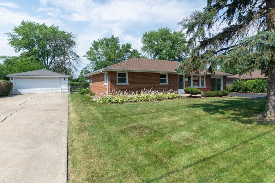 Real Estate Photography - 8930 W. 93rd Place, Hickory Hills, IL, 60465 - Front View
