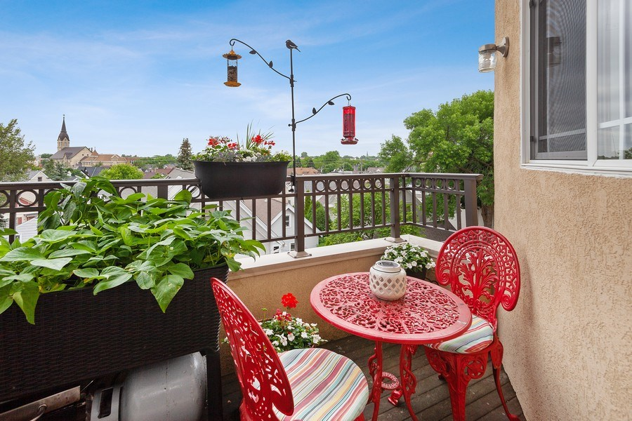 Real Estate Photography - 1619 N Farwell Ave, 309, Milwaukee, WI, 53202 - Deck