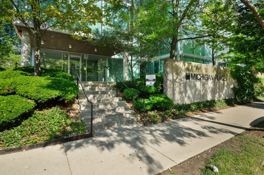 Real Estate Photography - 3115 S Michigan Unit 203, Chicago, IL, 60616 - Entrance