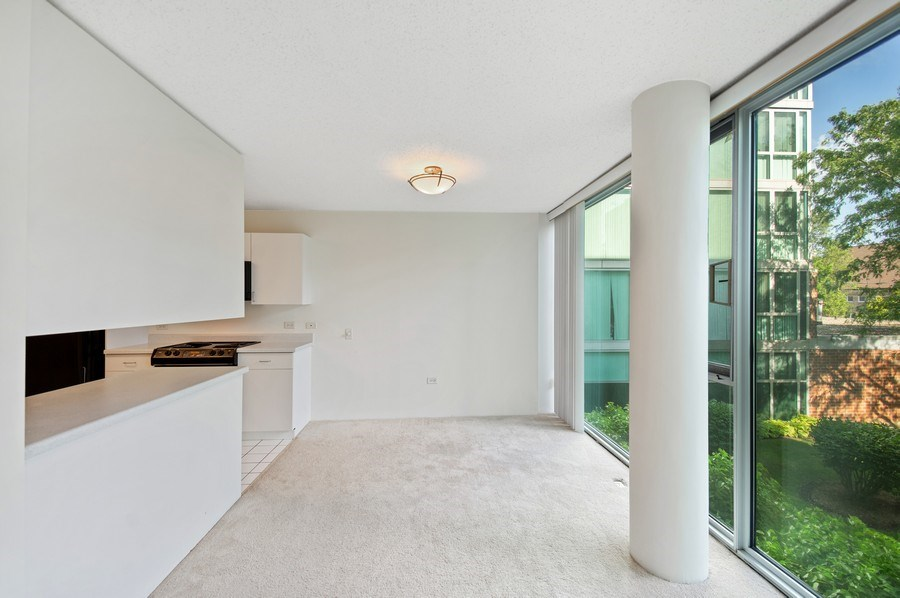 Real Estate Photography - 3115 S Michigan Unit 203, Chicago, IL, 60616 - Dining Area