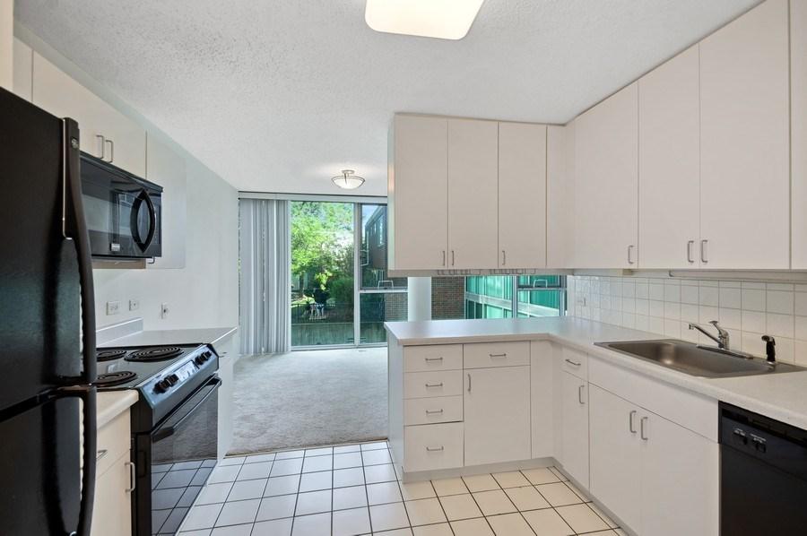 Real Estate Photography - 3115 S Michigan Unit 203, Chicago, IL, 60616 - Kitchen