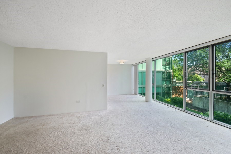 Real Estate Photography - 3115 S Michigan Unit 203, Chicago, IL, 60616 - Living Room / Dining Room