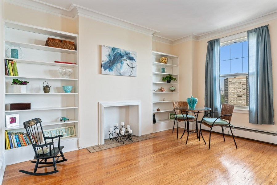 Real Estate Photography - 5000 S East End Ave, Apt 17 D, Chicago, IL, 60615 - Living Room