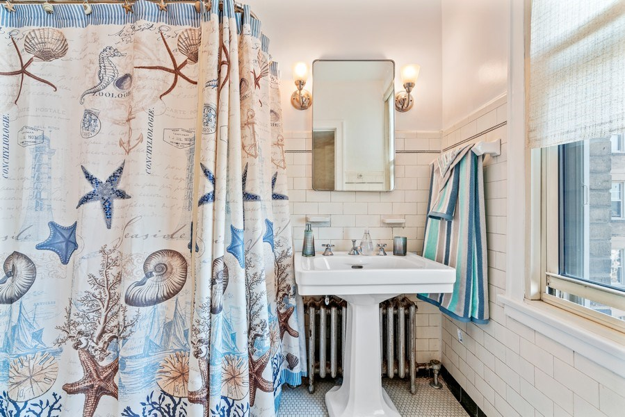 Real Estate Photography - 5000 S East End Ave, Apt 17 D, Chicago, IL, 60615 - Master Bathroom