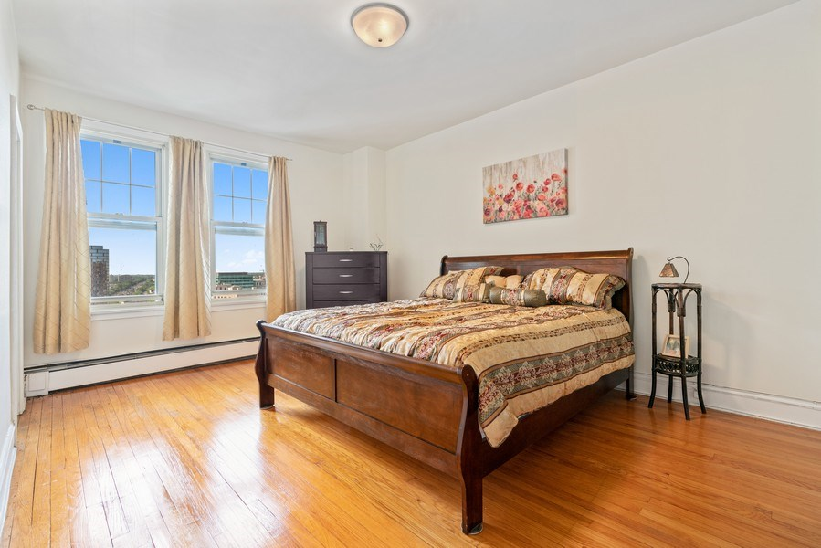 Real Estate Photography - 5000 S East End Ave, Apt 17 D, Chicago, IL, 60615 - Master Bedroom