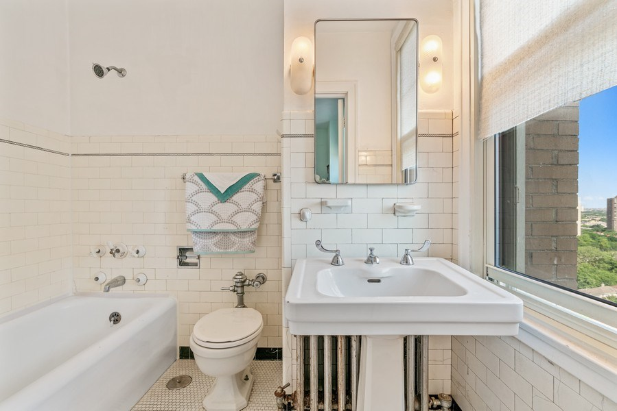Real Estate Photography - 5000 S East End Ave, Apt 17 D, Chicago, IL, 60615 - Bathroom