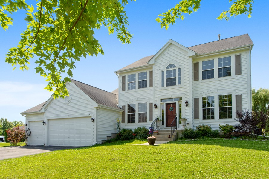 Real Estate Photography - 741 Brighton Cir, Barrington, IL, 60010 - Welcome Home to 741 Brighton Circle