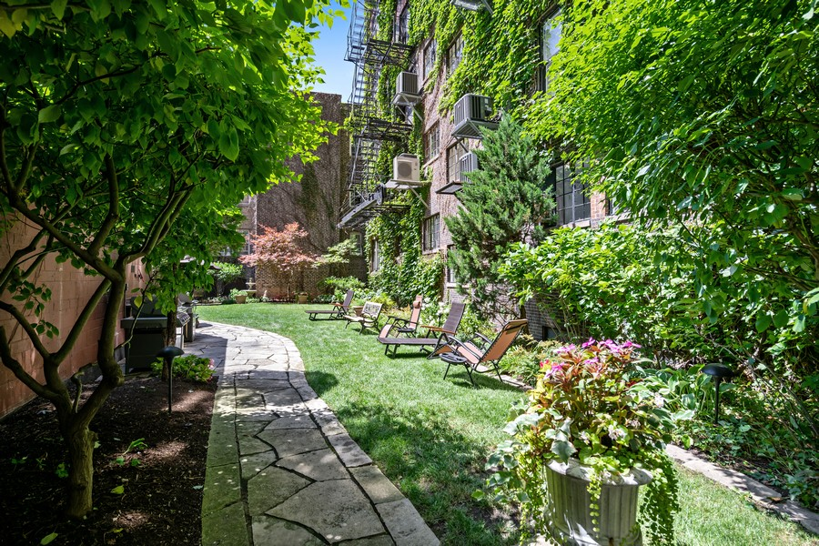 Real Estate Photography - 3800 N Lakeshore Drive, 11A, Chicago, IL, 60613 - Courtyard