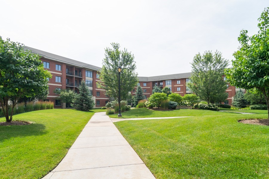 Real Estate Photography - 845 E 22nd St, unit 206, Lombard, IL, 60148 - Courtyard