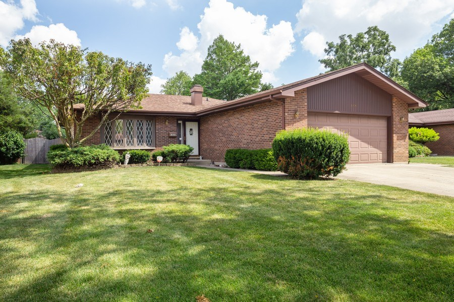 Real Estate Photography - 648 W. Eggerding, Addison, IL, 60101 - Front View