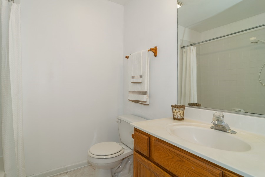 Real Estate Photography - 2020 Hollywood Ct, Hanover Park, IL, 60133 - Bathroom