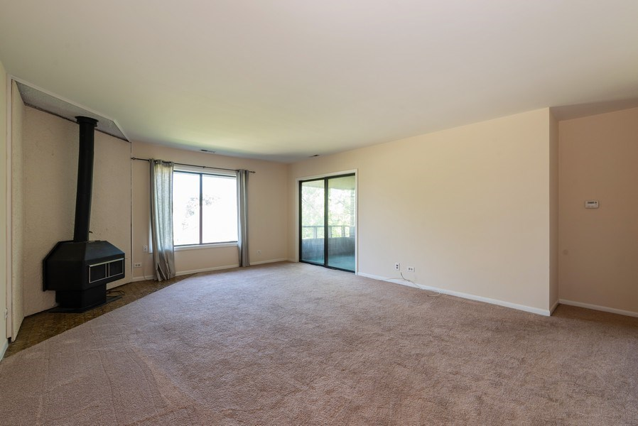 Real Estate Photography - 1365 C Sterling #212, Palatine, IL, 60067 - Living Room