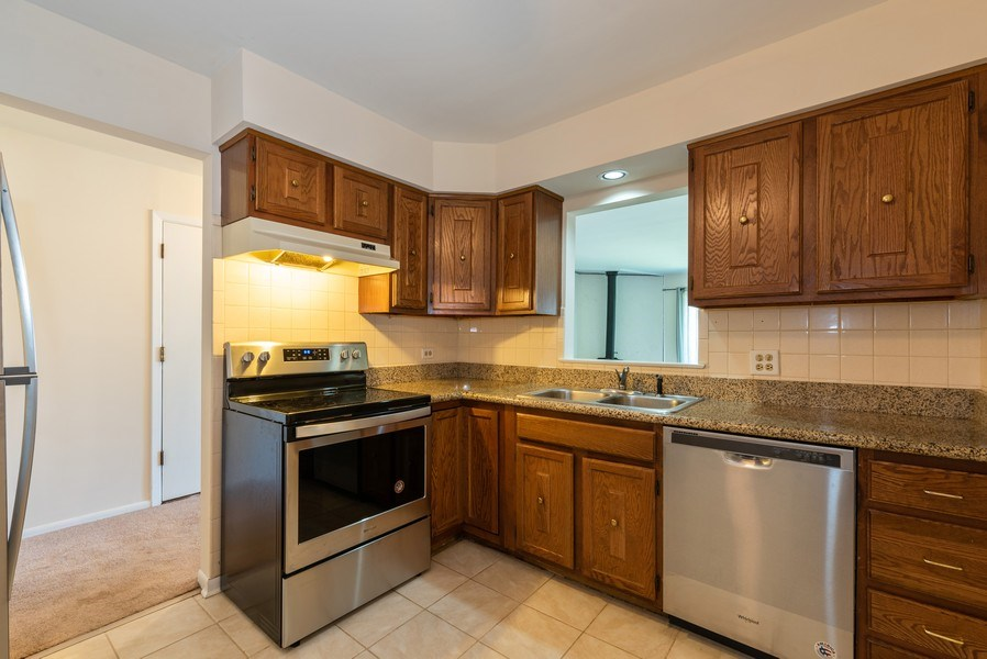 Real Estate Photography - 1365 C Sterling #212, Palatine, IL, 60067 - Kitchen