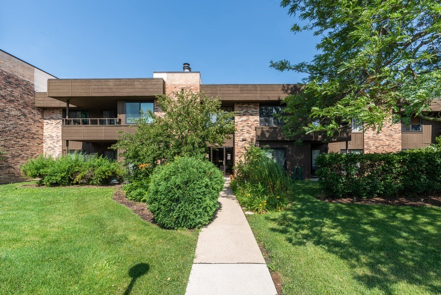 Real Estate Photography - 1365 C Sterling #212, Palatine, IL, 60067 - Front View