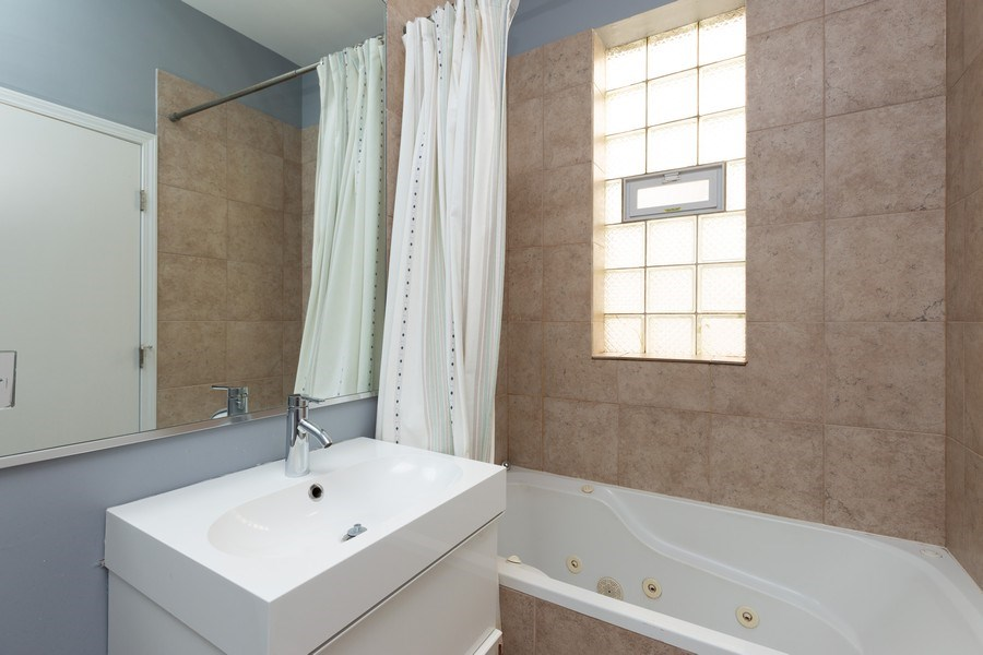 Real Estate Photography - 1633 N. Western-#2N, Chicago, IL, 60647 - Master Bathroom