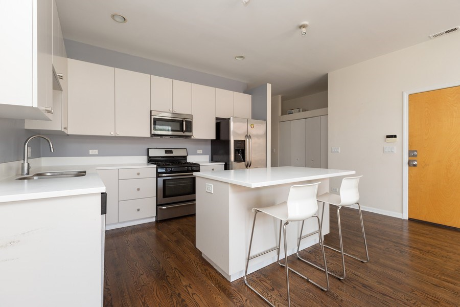 Real Estate Photography - 1633 N. Western-#2N, Chicago, IL, 60647 - Kitchen