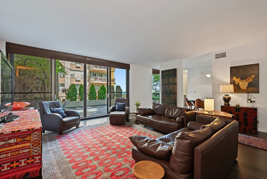 Real Estate Photography - 1420 Sheridan #1I, Wilmette, IL, 60091 - Living Room