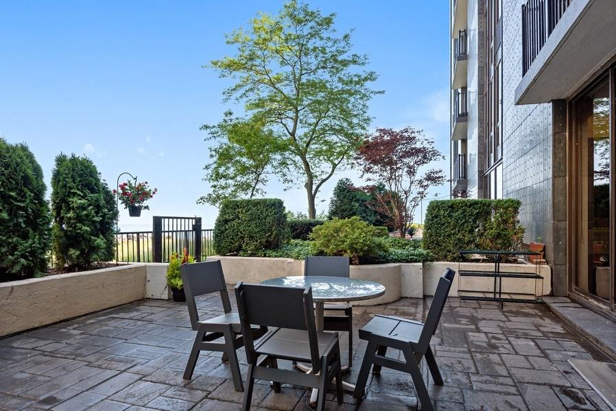 Real Estate Photography - 1420 Sheridan #1I, Wilmette, IL, 60091 - Terrace 2