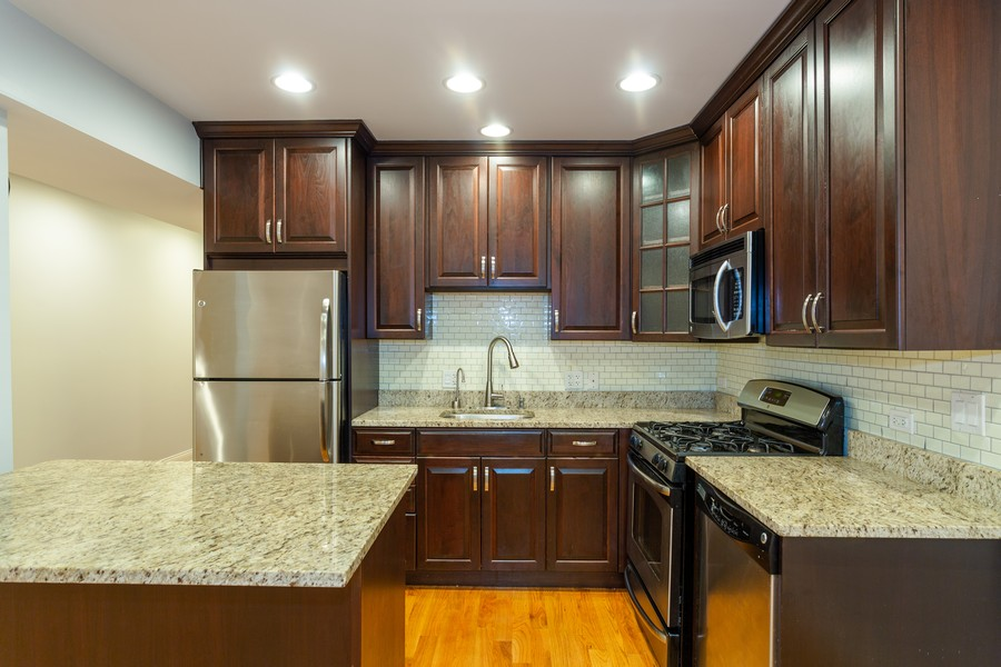 Real Estate Photography - 928 W Eastwood, Unit 1E, Chicago, IL, 60640 - Kitchen
