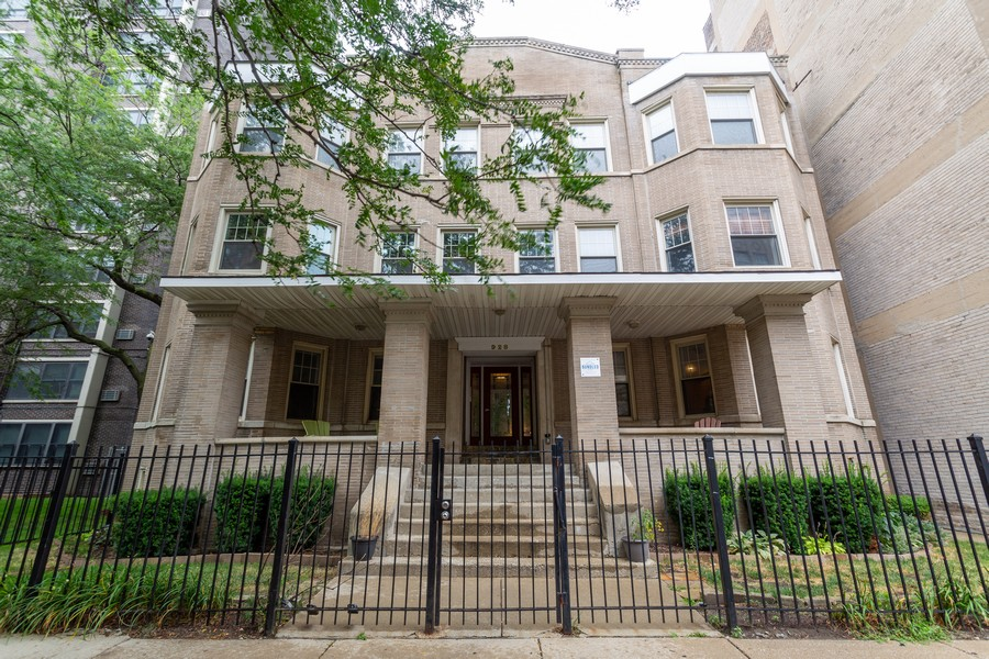 Real Estate Photography - 928 W Eastwood, Unit 1E, Chicago, IL, 60640 - Front View