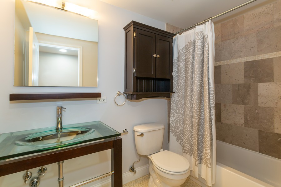 Real Estate Photography - 928 W Eastwood, Unit 1E, Chicago, IL, 60640 - Bathroom