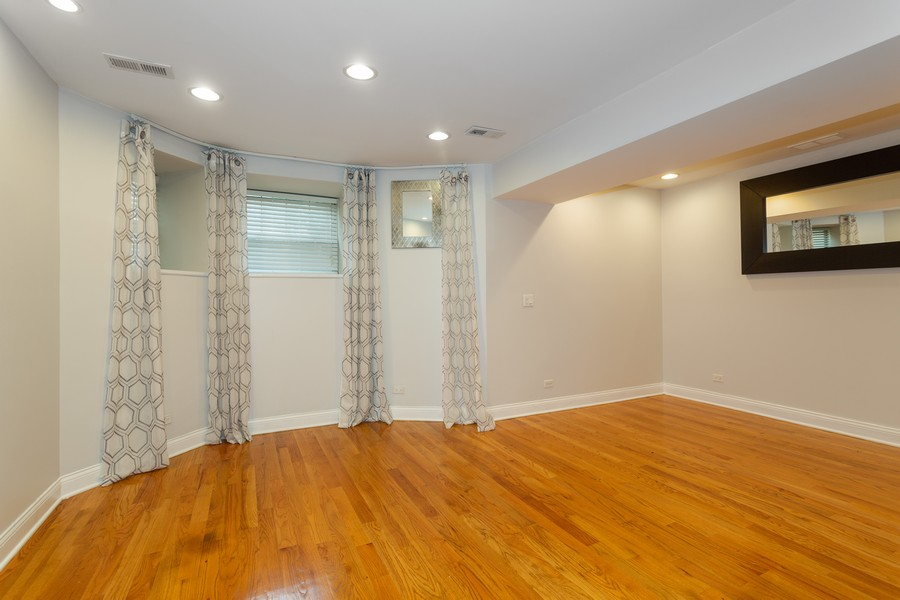Real Estate Photography - 928 W Eastwood, Unit 1E, Chicago, IL, 60640 - Living Room/Dining Room