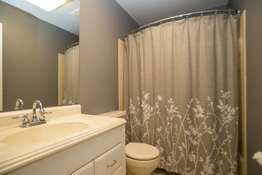 Real Estate Photography - 893 Park Ln, Hoffman Estates, IL, 60192 - 2nd Bathroom