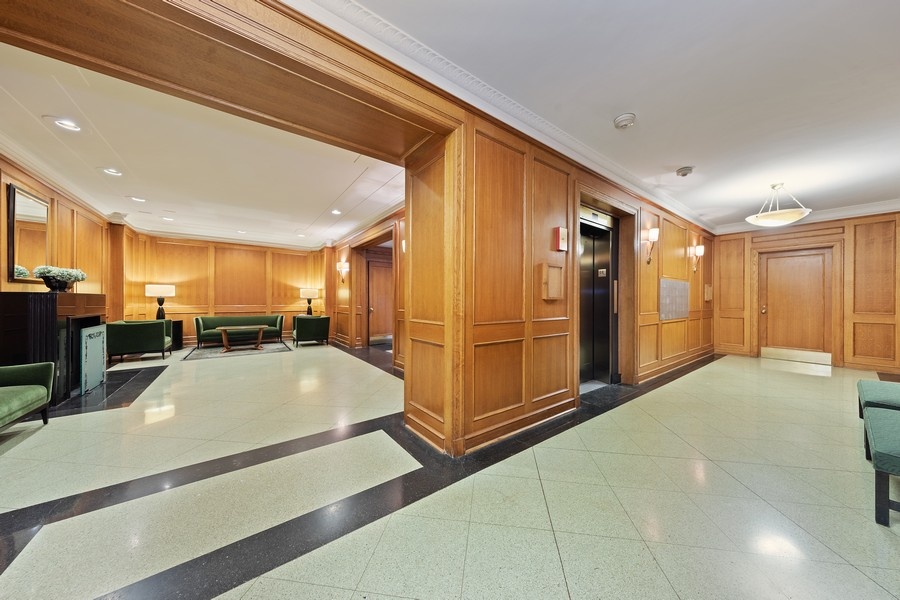 Real Estate Photography - 421 W Melrose #20C, Chicago, IL, 60657 - Lobby