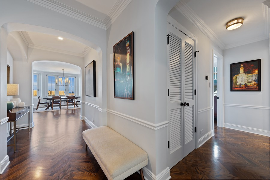 Real Estate Photography - 421 W Melrose #20C, Chicago, IL, 60657 - Foyer