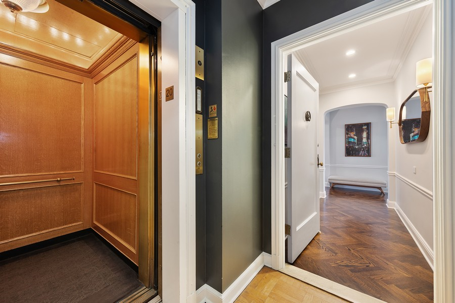 Real Estate Photography - 421 W Melrose #20C, Chicago, IL, 60657 - Entryway