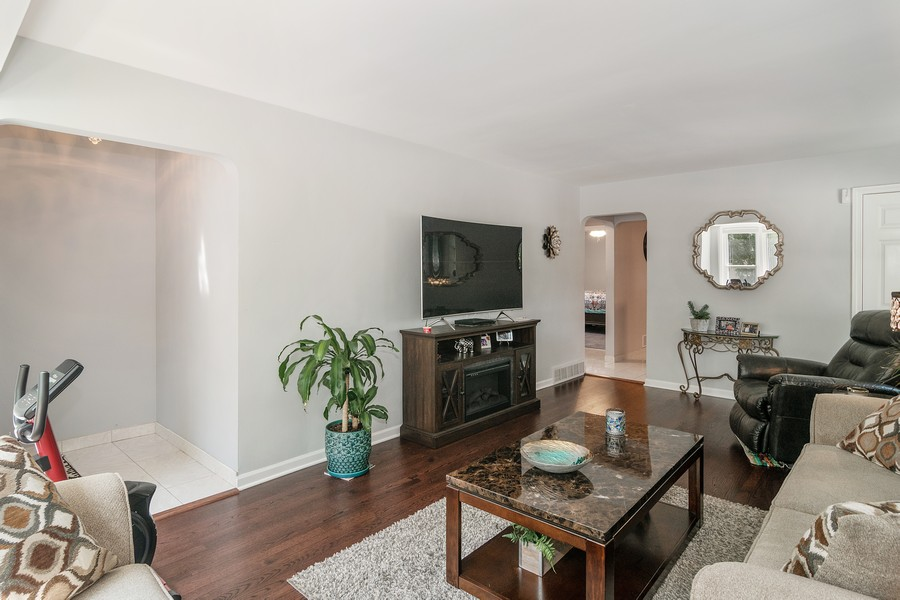 Real Estate Photography - 3101 N. Octavia Ave., Chicago, IL, 60707 - Living Room