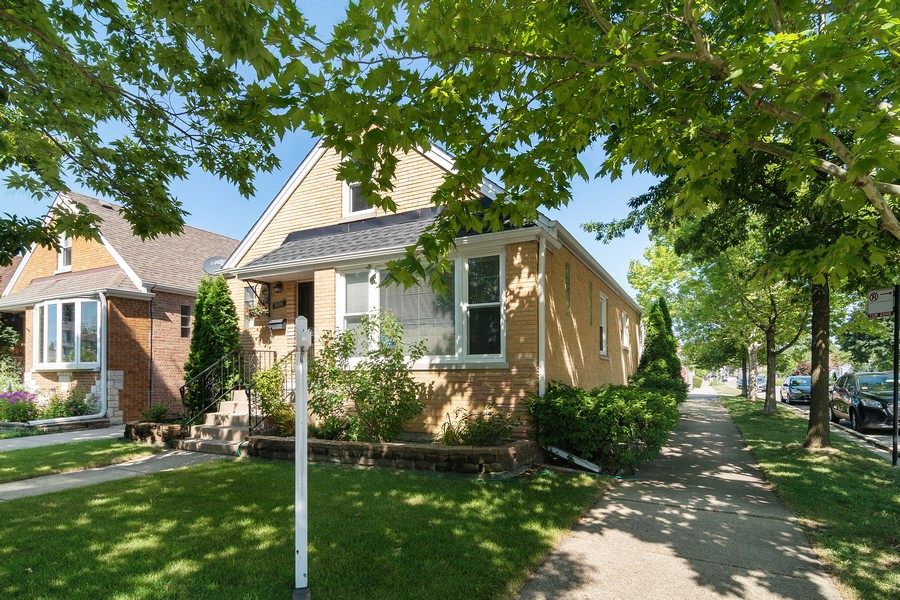 Real Estate Photography - 3101 N. Octavia Ave., Chicago, IL, 60707 - Front View