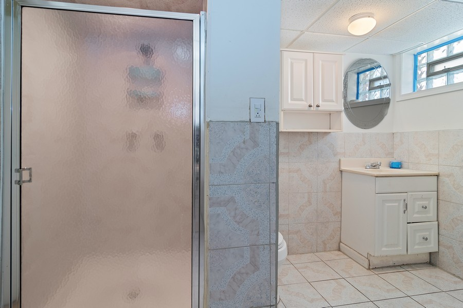 Real Estate Photography - 3101 N. Octavia Ave., Chicago, IL, 60707 - Bathroom