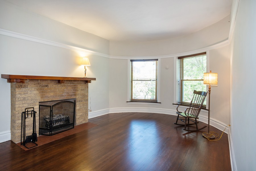 Real Estate Photography - 823 W Belle Plaine, #2, Chicago, IL, 60657 - Living Room