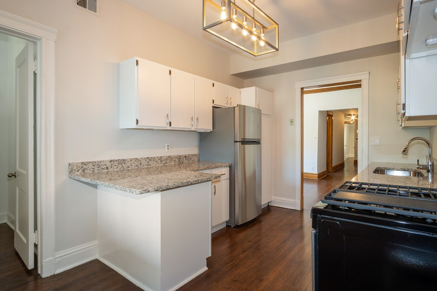 Real Estate Photography - 823 W Belle Plaine, #2, Chicago, IL, 60657 - Kitchen