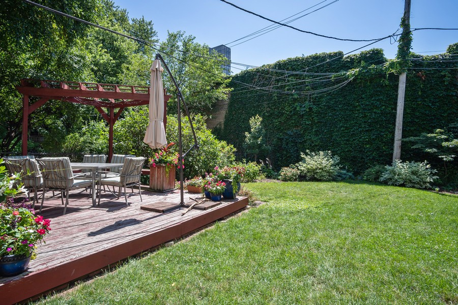 Real Estate Photography - 823 W Belle Plaine, #2, Chicago, IL, 60657 - Back Yard
