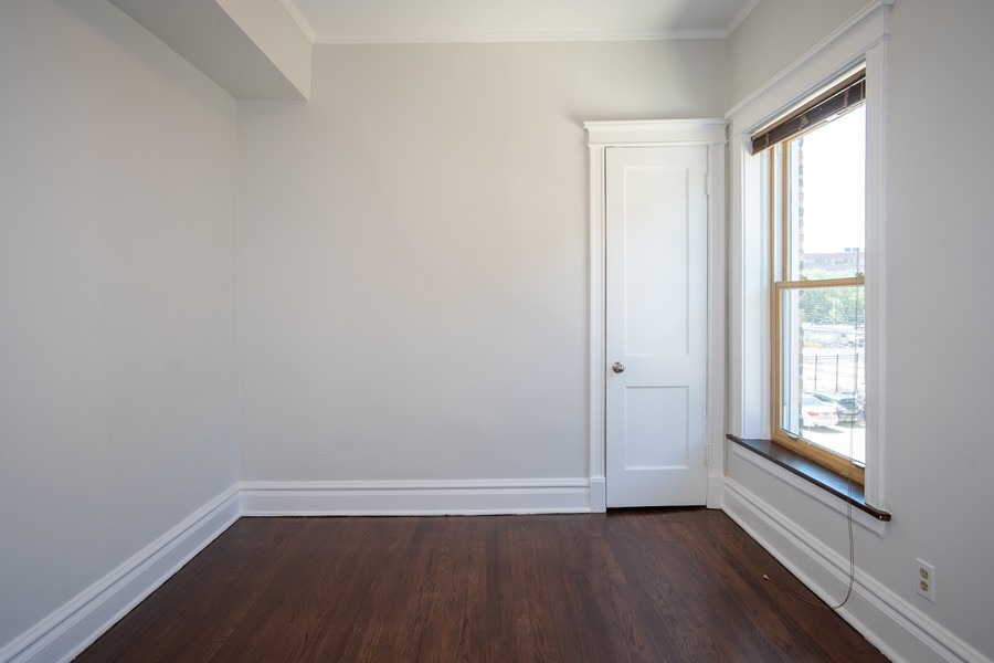 Real Estate Photography - 823 W Belle Plaine, #2, Chicago, IL, 60657 - Den