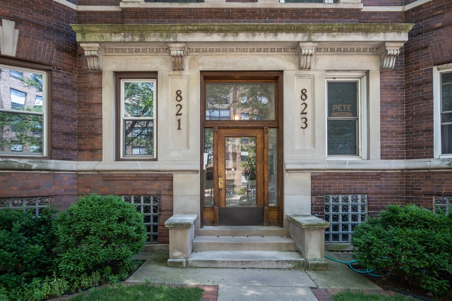 Real Estate Photography - 823 W Belle Plaine, #2, Chicago, IL, 60657 - Front View